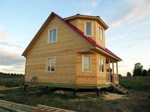 Дом с эркером и террасой
